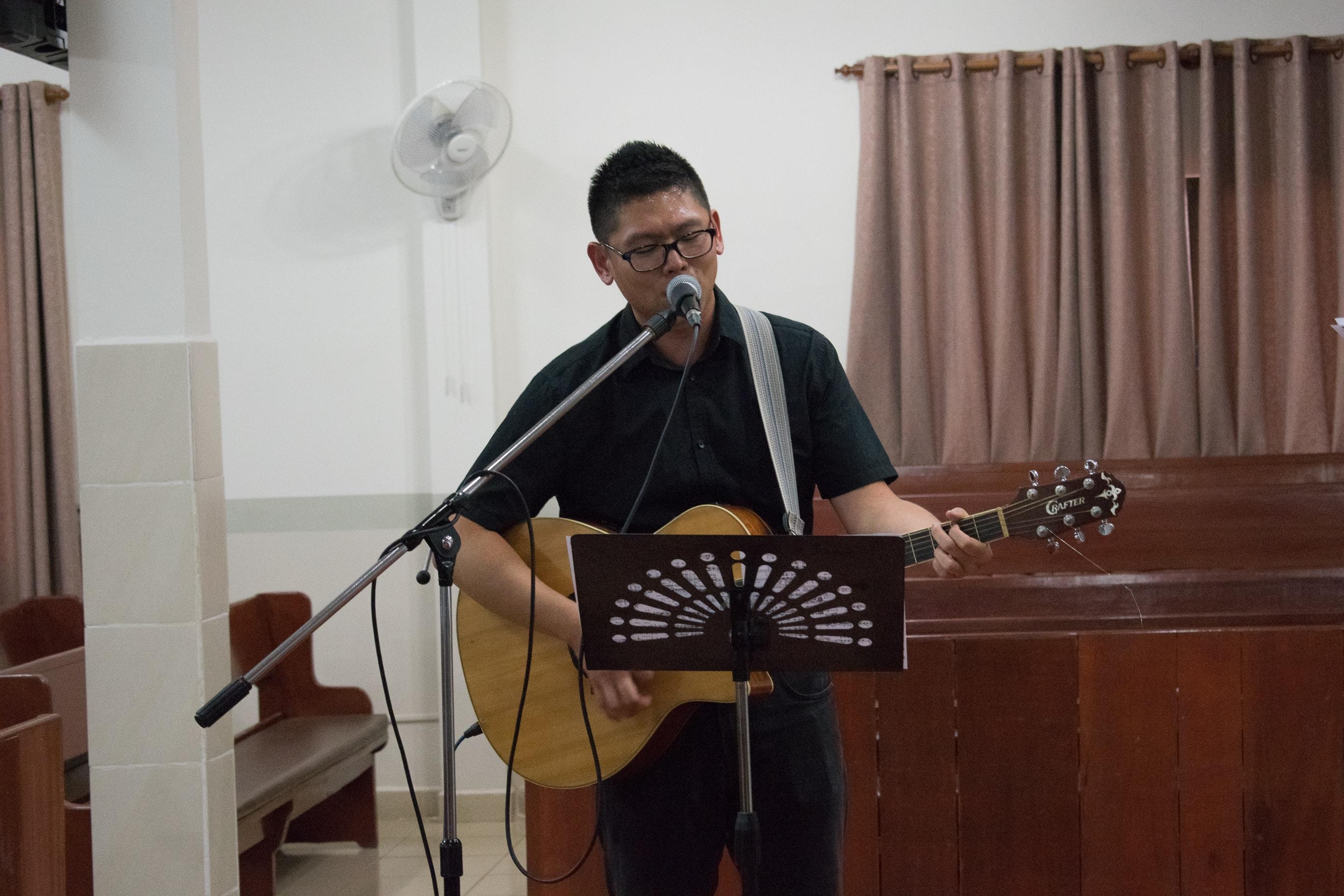 pretty nice 07d3b 385e2 김요한 전도사님께서 찬양인도와 말씀을 전해주셨고 함께 했던 청소년중의 한명 (류하송 학생)이 함께 드럼을 연주해줌으로 찬양팀을  섬겨주었습니다.